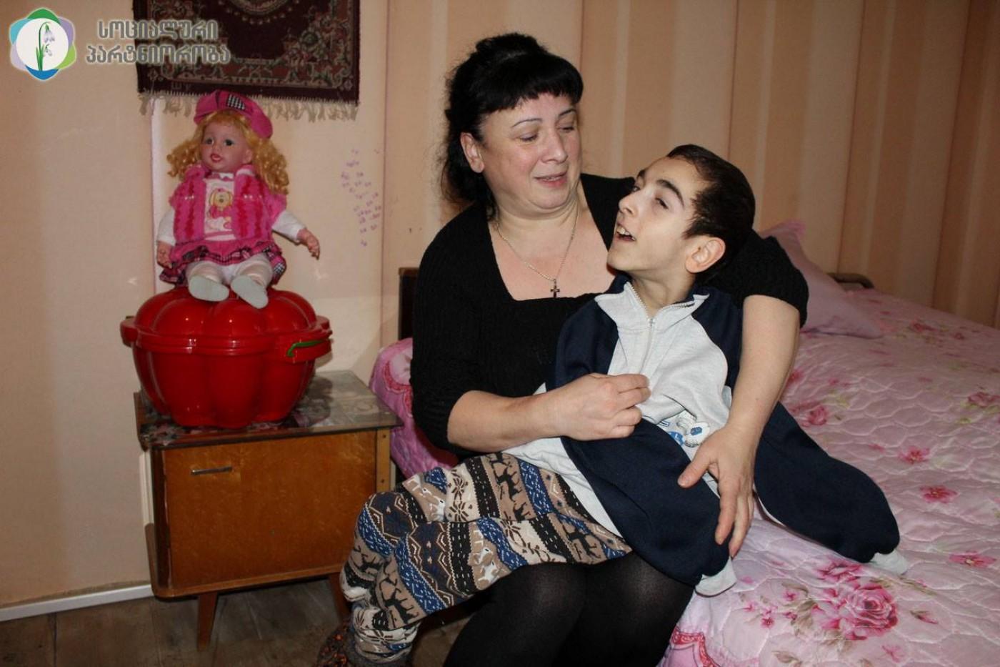 Сын ебеть свою маму на дачу, Мама сын на даче: смотреть русское порно видео онлайн 16 фотография